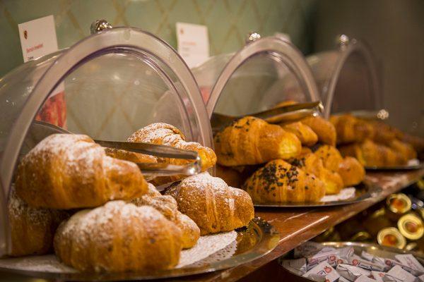 hotelberna-breakfast-02